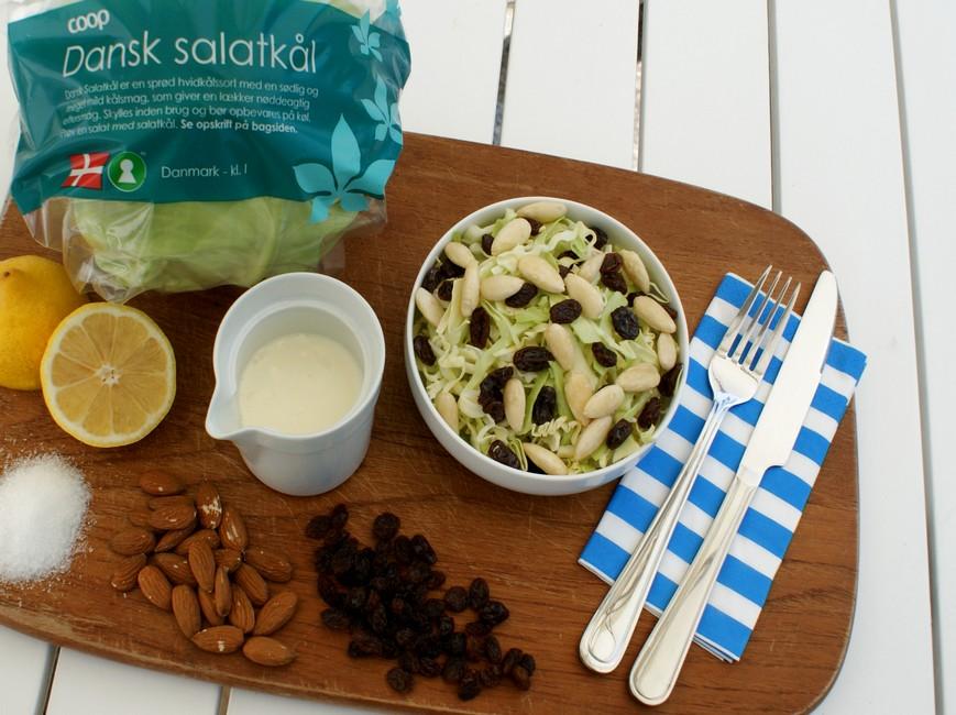 Nem mad: kålsalat med mandler, salatkål og mormordressing
