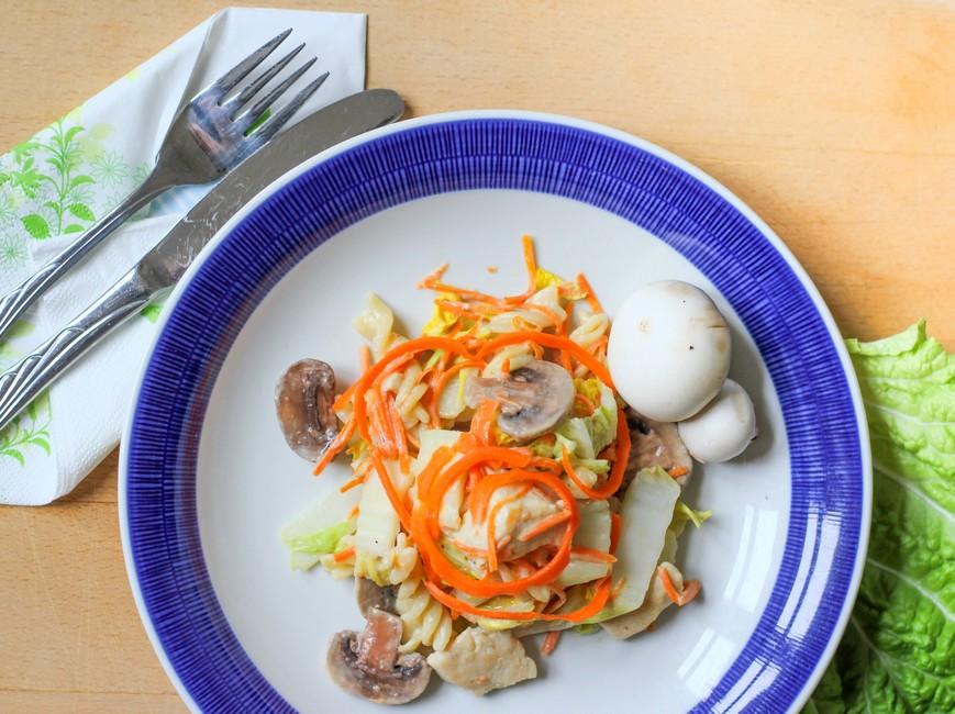 Nem Mad - Wok med kinakål, kylling og grøn karrypasta
