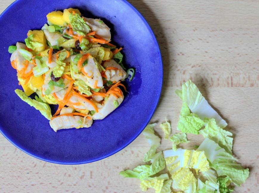 Nem mad - Nem wok med kinakål, mango, kylling & chilisovs
