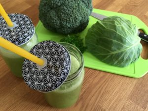 Nem mad - Nem juice med salatkål, broccoli, æbler & persille