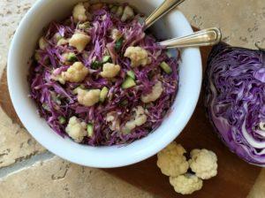 Nem mad - Nem kålsalat med blomkål, rød spidskål & ristede solsikkekerner