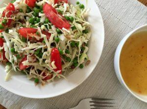 Nem mad - Nem salat med spidskål, ærter & solsikkekerner