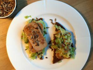 Nem torskerogn med salatkål & chilisauce