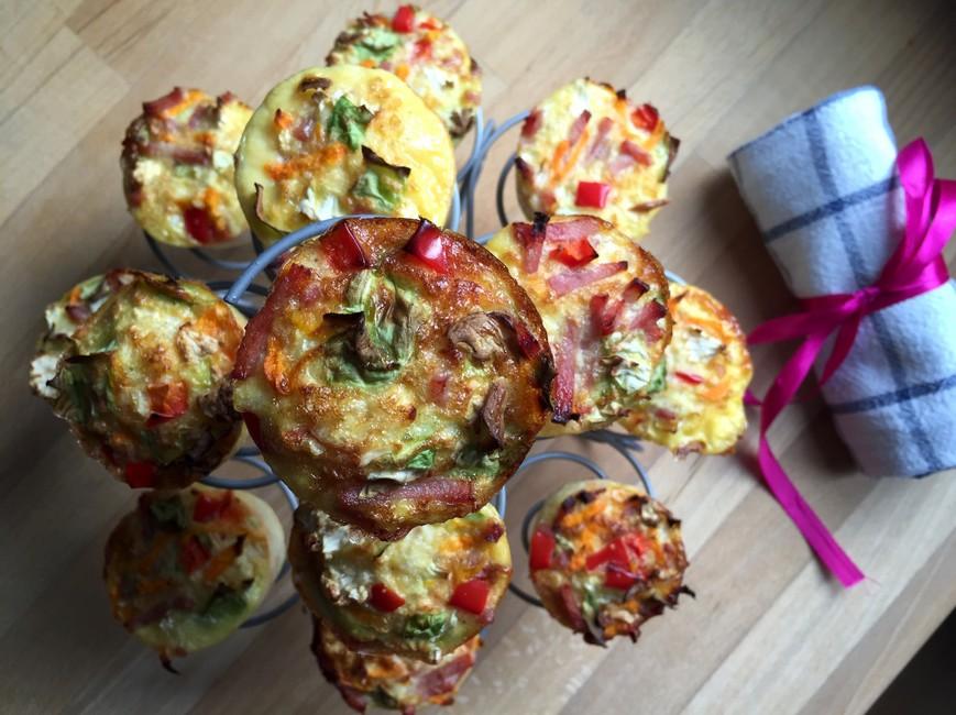 Nem mad - Nemme muffins med blomkål, salatkål, rød peberfrugt, løg og gulerødder
