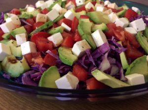 Kålsalat med Rød kinakål, avokado & fetaost