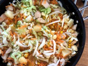 Wok med Kål, Kylling og Sød Mango Chutney