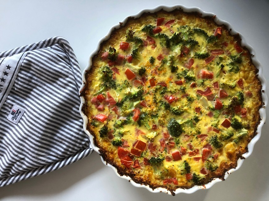 Nem blomkålstærte med broccoli, rød peberfrugt & æg, Nem mad, Svinningegård